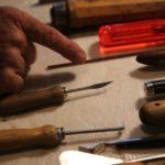 Mit diesen Werkzeugen macht Hugentobler die Feinabstimmung bei der Intonation ...