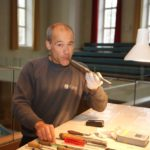 .. und hier ist er bei der Arbeit bei einer neu eingebauten Pfeife.