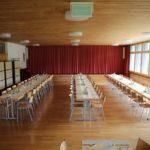 Im Untergeschoss wartet der gedeckte Tisch. Eingeladen sind alle freiwillige Mitarbeiterinnen und Mitarbeiter sowie Angestellte mit Partnerin oder Partner.